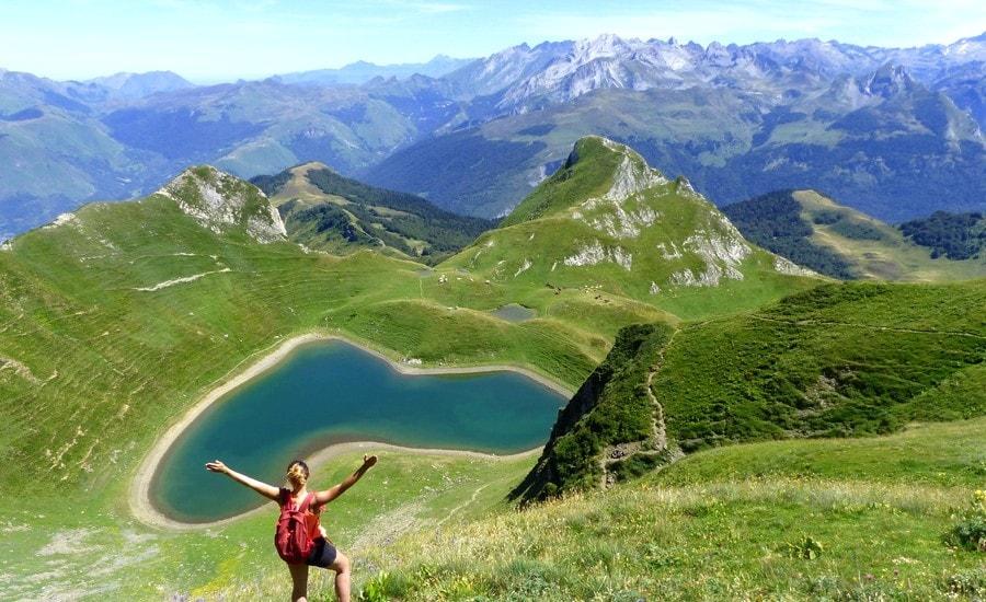 Panorama sur les Pyrénées depuis le lac du Montagnon