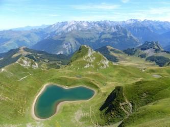 Photo plongeante du lac de Montagnon dans les Pyrénées