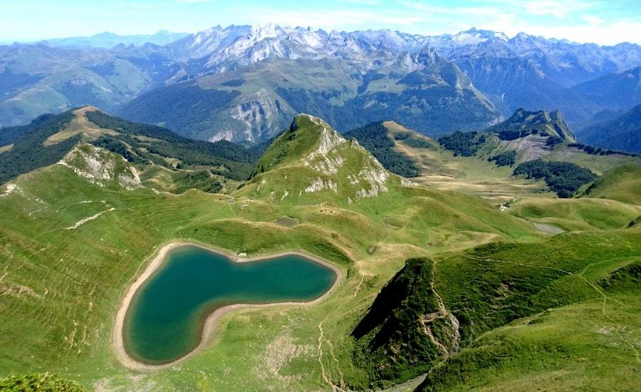 Le lac du Montagnon et sa forme de coeur
