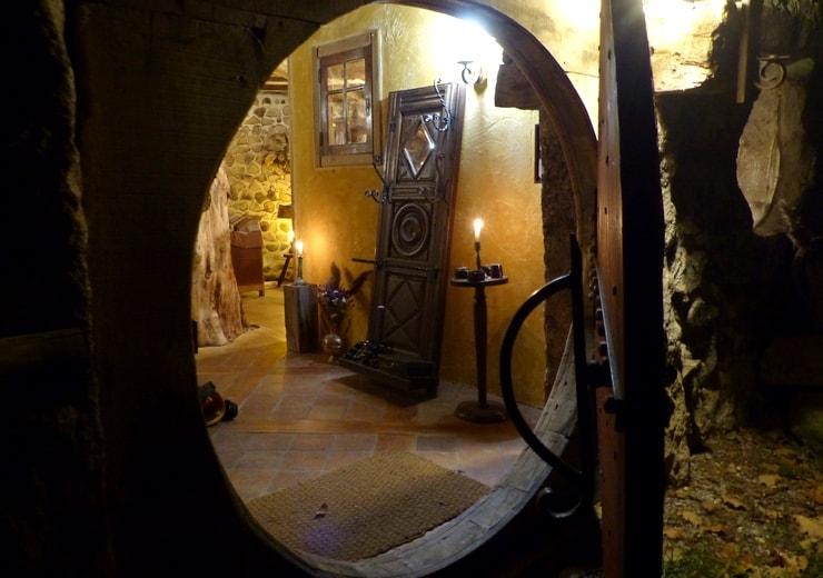 Porte ronde de la maison Sbot au Domaine de la Pierre Ronde